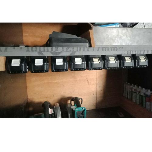 makita-18v-li-ion-battery-holder-compact-mount